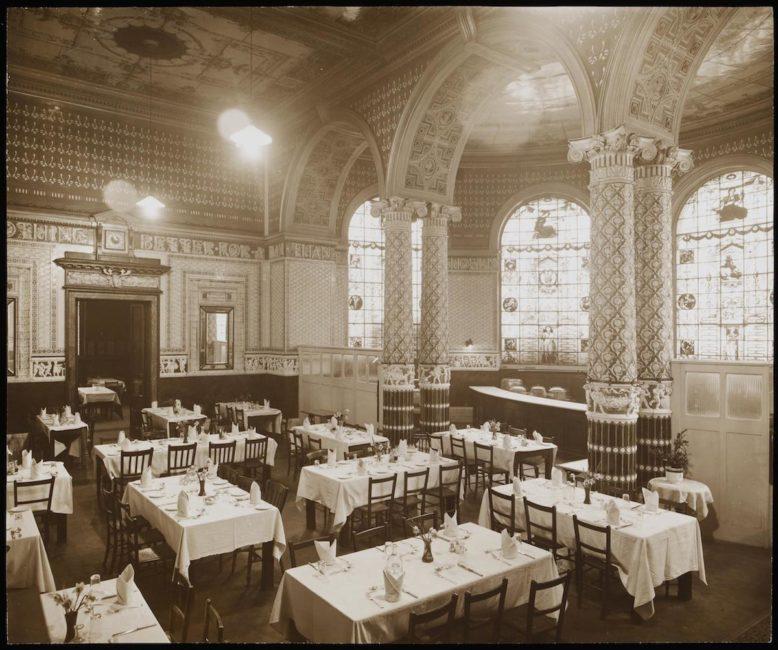 Gamble Room w South Kensington Museum – pierwsza muzealna restauracja z 1868 r., fotografia, Victoria & Albert Museum
