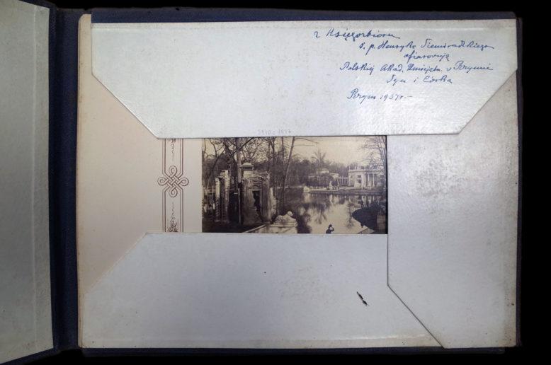 Typ teki lub portfolio. Konrad Brandel, Widoki Warszawy, Warszawa 1873. Ze zbiorów Biblioteki PAN w Kórniku.