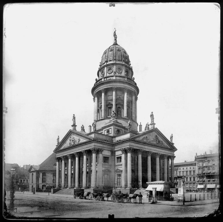 Albrecht Meydenbauer, Francuska katedra w Berlinie, próba fotogrametryczna, ok. 1882, źródło: Wikipedia