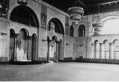 Wnętrza Zamku Cesarskiego, Arkady w Sali Tronowej i tron Wilhelma, 1925, źródło: NAC