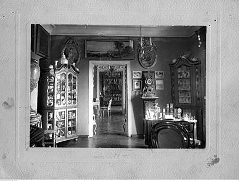 Wnętrza dworu z lat 20-tych XX wieku, źródło: NAC