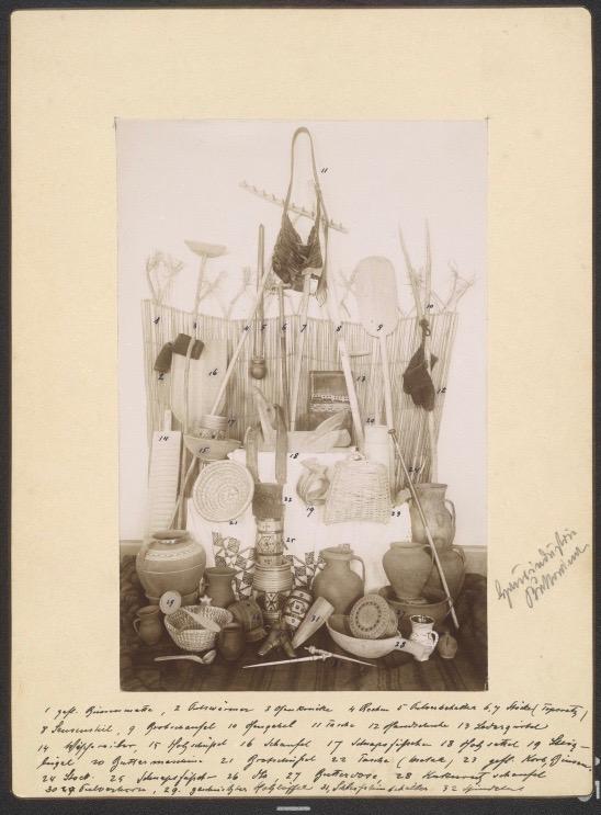 Przedmioty przemysłu domowego z Bukowiny, fotografia, ok. 1896, Austriacka Biblioteka Narodowa