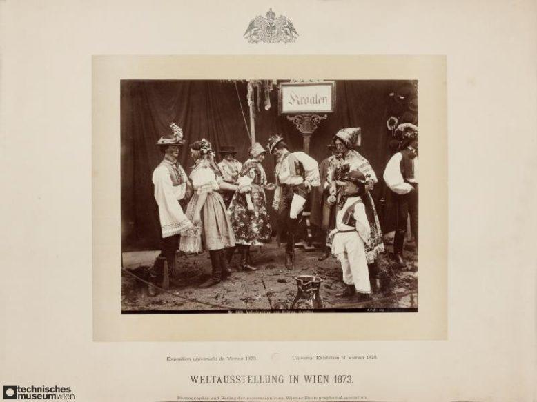 Chorwackie stroje narodowe, sekcja Hausindustrie na Wystawie Światowej w Wiedniu, fotografia, 1873, Muzeum Techniki Wiedeń